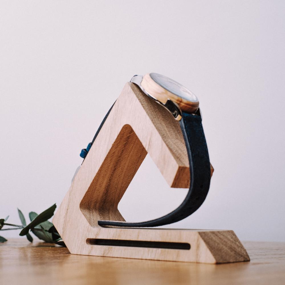 Porte montre | Bois de chêne et acier